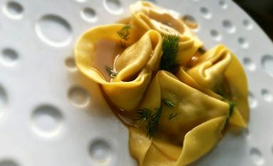 Tortelli aux asperges vertes et bisque de langoustines